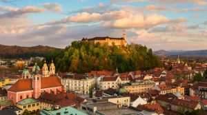 10 destinatii europene ideale pentru vacanta de iarna: oras din Romania, intr-un top facut de britanici