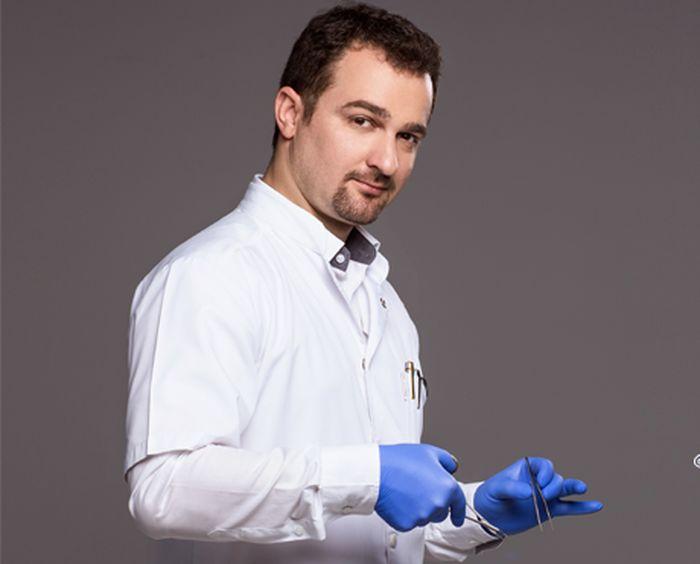 """Oltjon Cobani: """"Cea mai mare satisfactie este zambetul unui pacient multumit"""""""