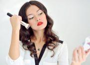 Dependența de make-up: iată comportamentele dăunătoare