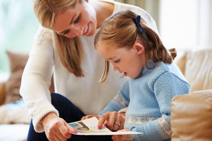 Citeste-i copilului! 5 beneficii esentiale de care parintii trebuie sa tina cont