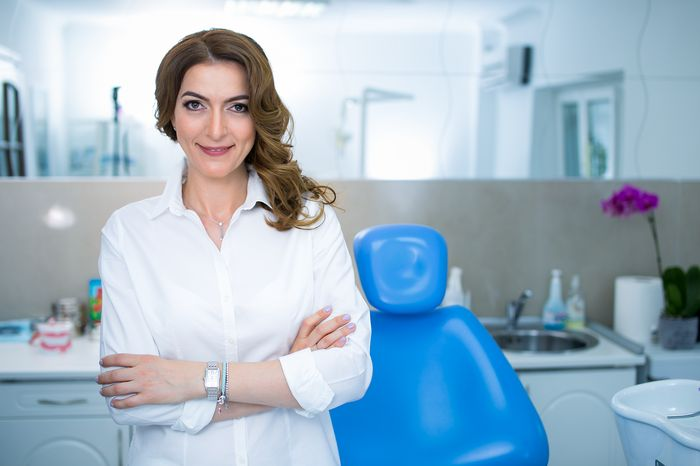 Cand nu este recomandata albirea dentara si ce boli pot duce la ingalbenirea dintilor