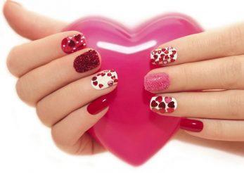 Declaratie de dragoste pe… unghii: manichiura perfecta pentru Valentine's Day