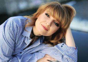"Alexandra Ungureanu, cantareata: "" Am inteles ca acneea este o boala complexa, nu o boala doar a pielii"""