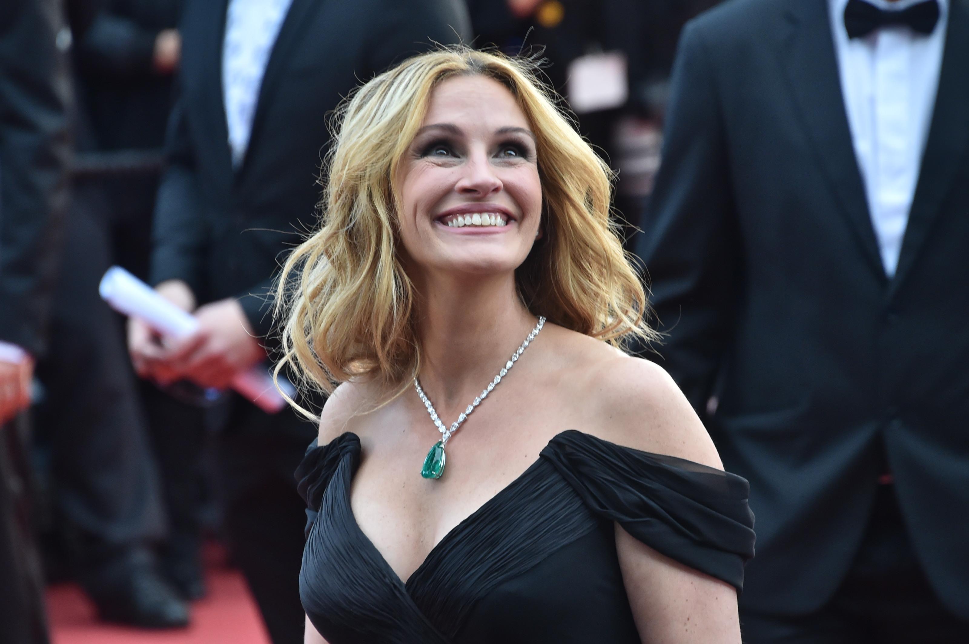 """Cum se mentine tanara actrita Julia Roberts, aleasa """"cea mai frumoasa femeie"""" pentru a cincea oara"""