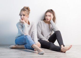 De ce riscam sa ne pierdem prietenii si cum putem sa-i ascultam cu adevarat pe cei din jurul nostru