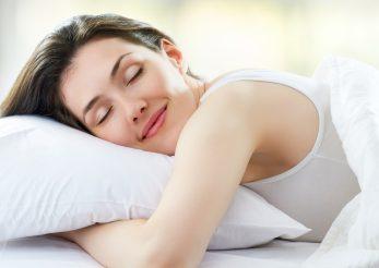 Iata 7 bauturi care te ajuta sa dormi bine