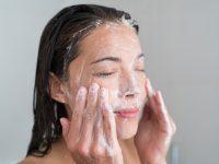 Cosmeticele rezistente la transfer: iată cum te demachiezi corect!