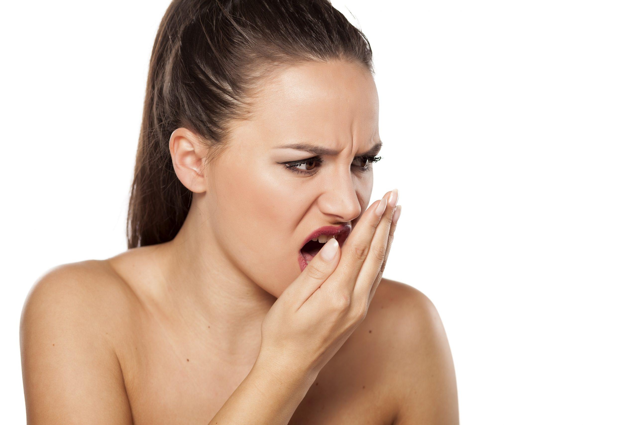 Respiratia urat mirositoare te ingrijoreaza? Iata cum o combati!