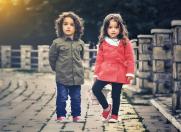 4 culori nelipsite din garderoba de toamna a copilului tau