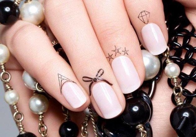 Manichiura la un alt nivel: tatuajul cuticulelor