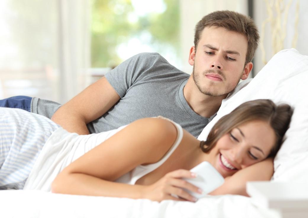 """Infidelitatea: cum """"tradeaza femeile"""" spre deosebire de barbati"""