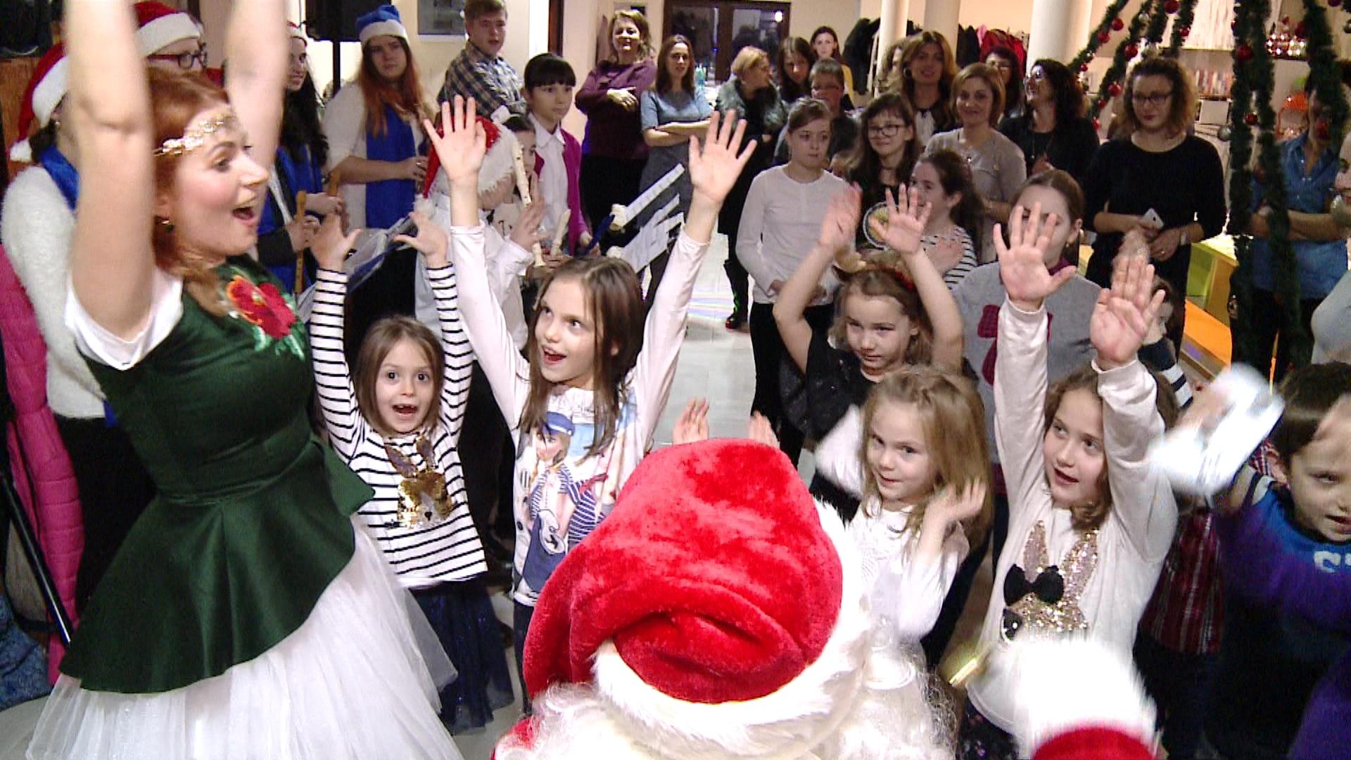 Petrecere in familia Catena! Mos Craciun a sosit la copiii din Satu Mare