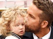 8 tatici celebri, topiti dupa copiii lor: niciodata nu i-ai vazut asa pe Tom Hardy si Ryan Reynolds!