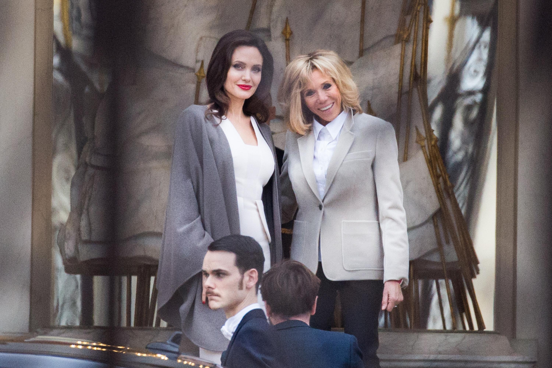 Angelina Jolie, in vizita la Prima Doamna a Frantei: inainte si-a dus cei 6 copii la Louvre