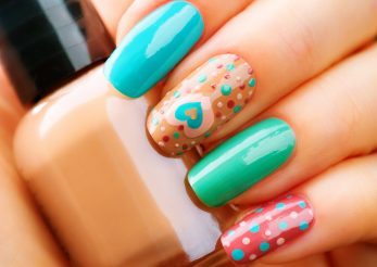 Modele de manichiura in luna iubirii: declaratie de dragoste pe unghii!