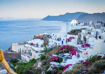 De ce sa mergi intr-o vacanta in Santorini?