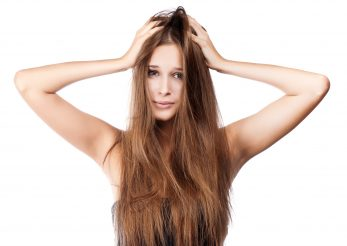 6 motive din cauza cărora ți se îngrașă părul: soluții pentru fiecare problemă!