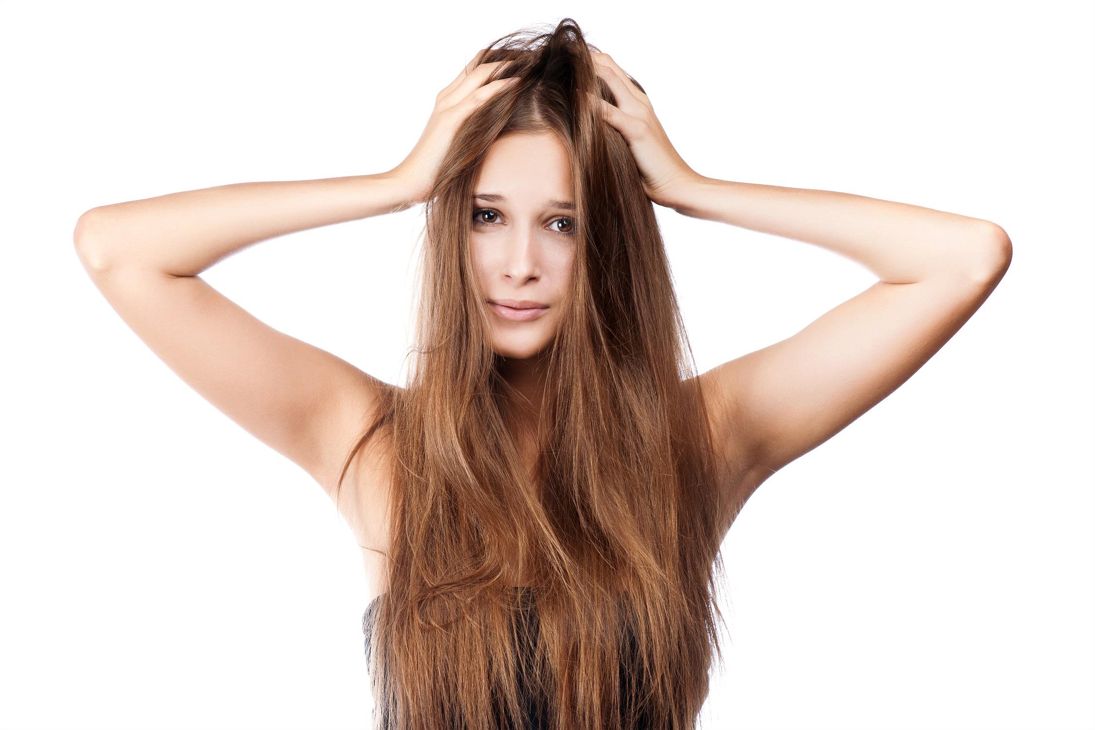 6 motive din cauza carora ti se ingrasa parul: solutii pentru fiecare problema!