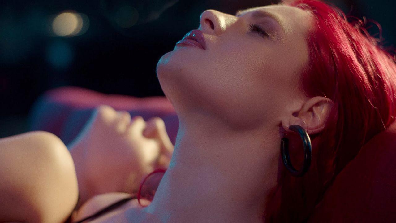 """Raluka a lansat single-ul """"Undone"""" cu un videoclip incendiar"""