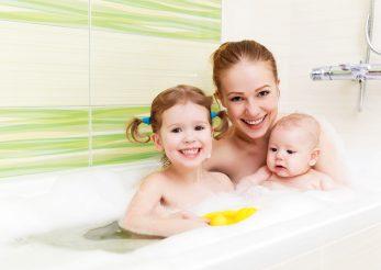 Facem sau nu baie impreuna cu copilul?