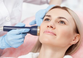 Cele mai eficiente terapii neinvazive de reducere a ridurilor
