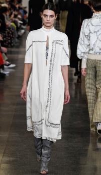 Activism si tonuri de bej la London Fashion Week 2019