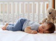 10 greseli cu somnul bebelusului!