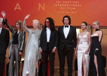 Spectacolul tinutelor pe covorul rosu la Cannes