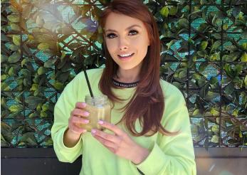 Elena Gheorghe bea smoothie Elvis Presley