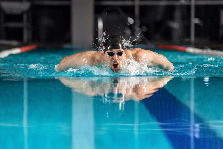Beneficiile antrenamentelor de înot