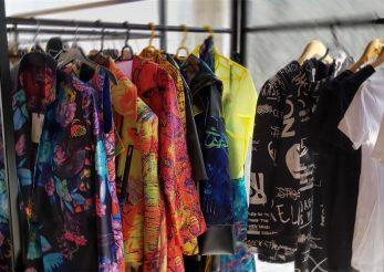 Designeri români la malul mării: culoare și creativitate în colecții unicat