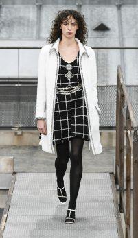 Vuitton și Chanel – strălucire și feminitate