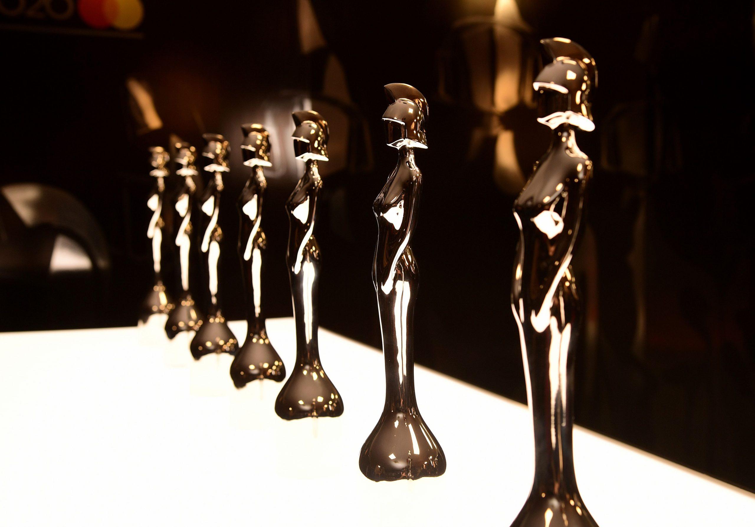 Glam pe covorul roşu de la BRIT Awards 2020