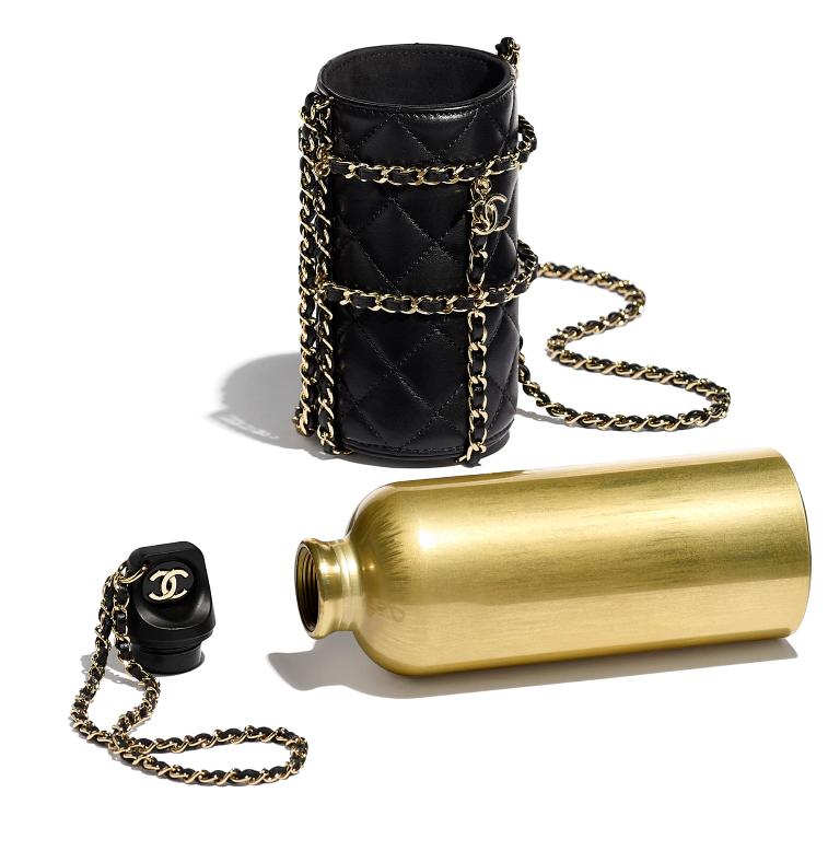 Chanel vinde sticle pentru apă cu 4410 lire