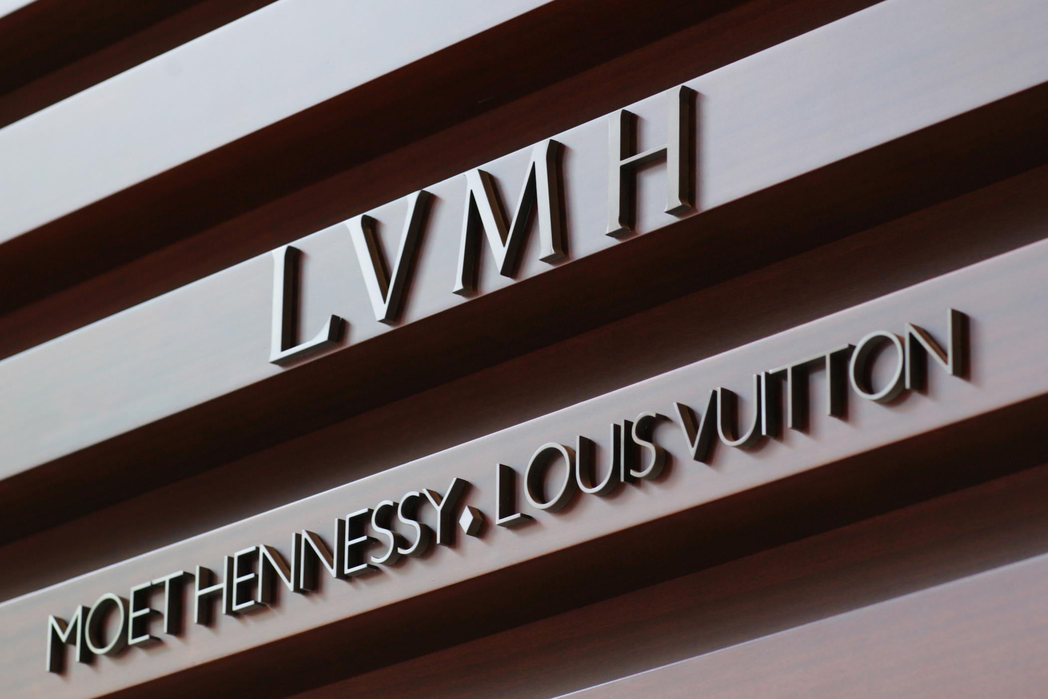 Grupul LVMH va produce dezinfectant de mâini