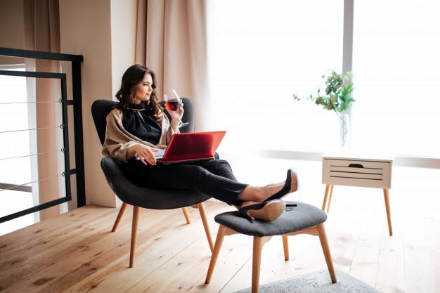 Sfaturi ca să fii mai eficientă când muncești de acasă