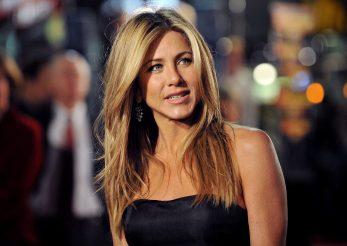 Jennifer Aniston ne îndeamnă să purtăm mască