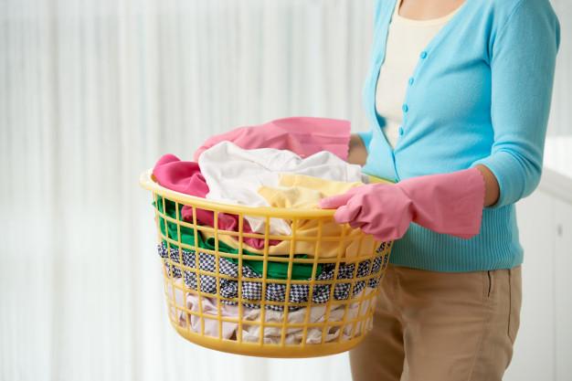 Cum să speli corect hainele şi măştile de faţă fără mașină de spălat