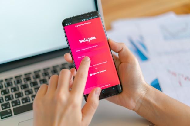 10 Instagrammeri care te ajută să ieşi cu sănătate mintală în parametri normali din izolare