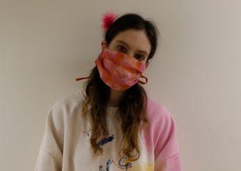 Cum să-ţi faci singură o mască de purtat în public