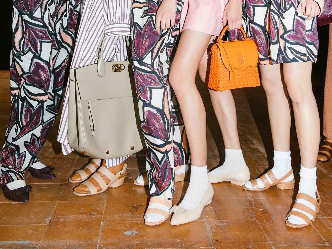Şosete la sandale – trendul acestei veri