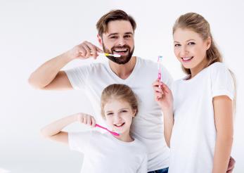 Spălatul pe dinți te ferește de bolile de inimă