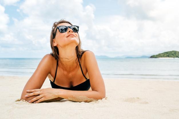 Expunerea la soare poate contribui la apariţia acneei? Ce spune dermatologul