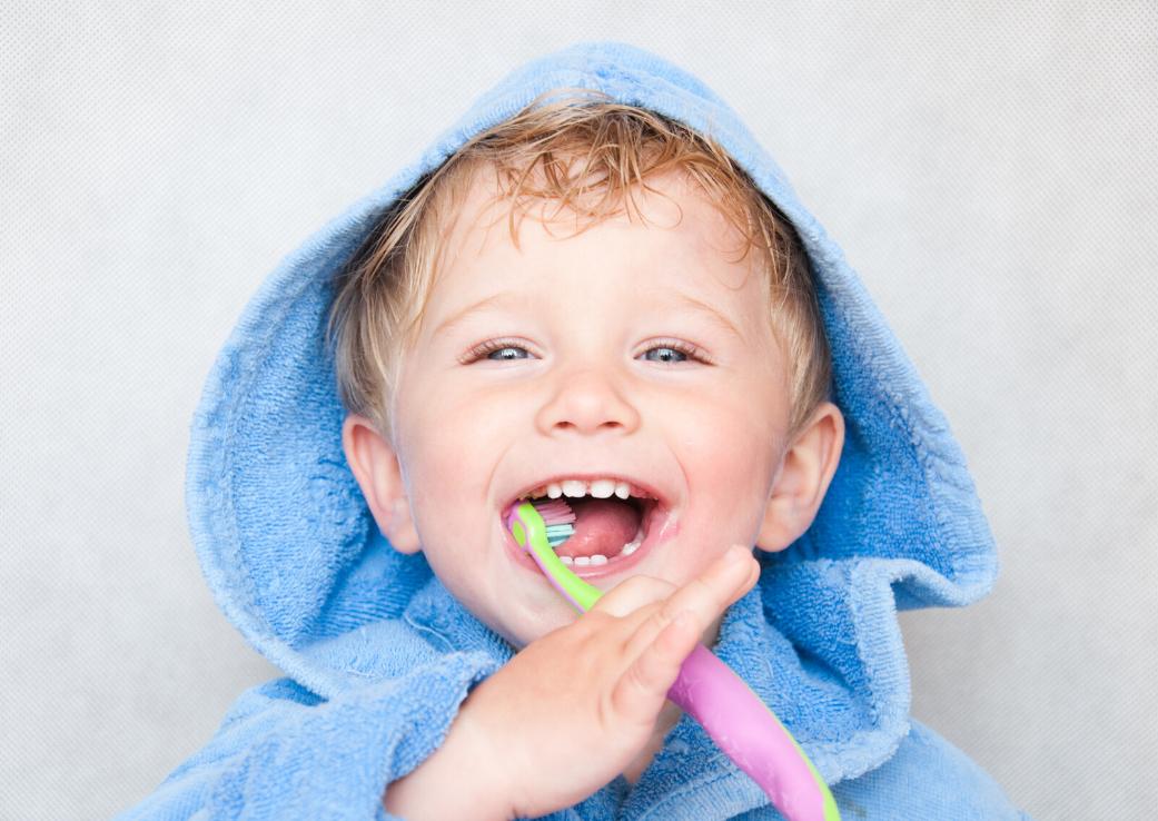 Înghițitul pastei de dinți, periculos pentru copii