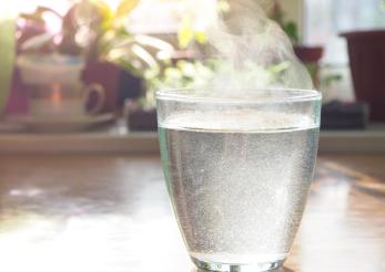 Fierbinte sau rece, pentru a-ți potoli setea?