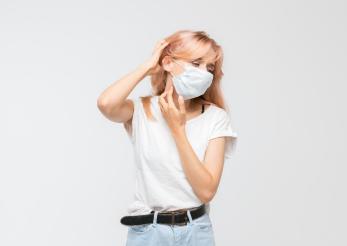 Cum afectează tenul purtatul măștii de protecție