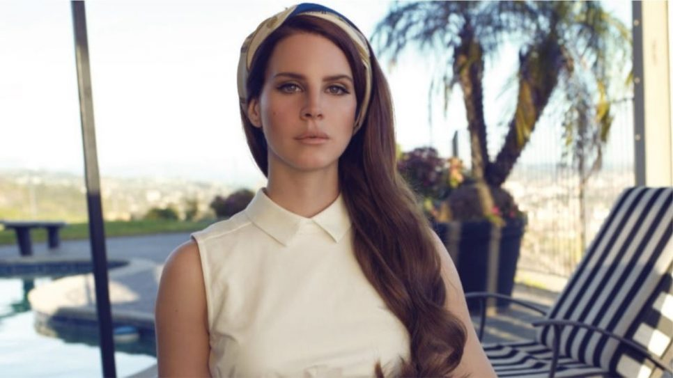 Lana Del Rey are un nou look şi îi stă super!