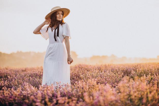 Rochia albă – 10 modele pe care le poţi purta şi în septembrie