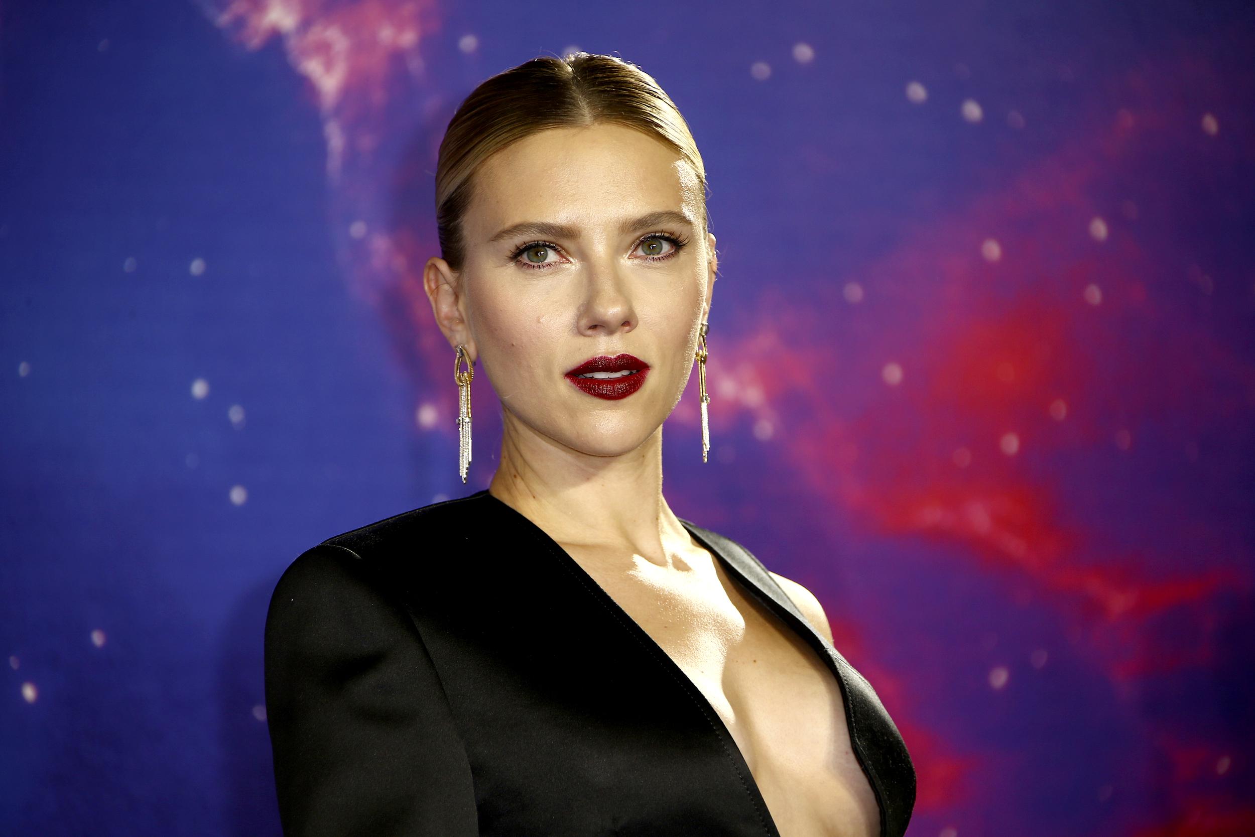 Scarlett Johansson, plimbare cu fiica sa
