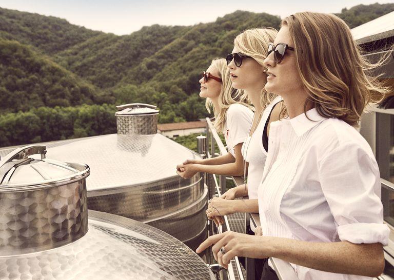 Cara, Poppy şi Chloe Delevingne au lansat propriul brand de prosecco